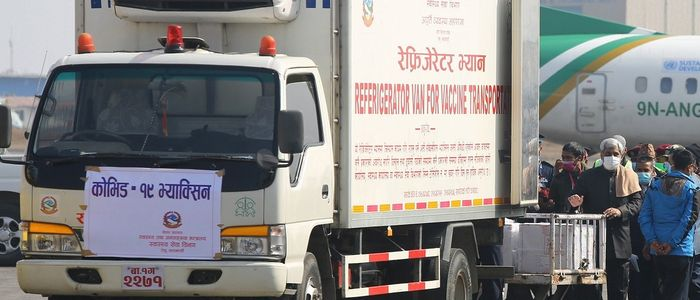 काठमाडौं आइपुग्यो खरिद गरिएको १० लाख डोज कोभिड खोप