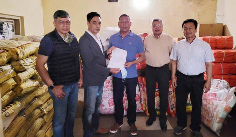 सिन्धुपाल्चोक, मनाङका बाढीपीडितलाई नेपाल चेम्बर अफ कमर्सद्धारा राहत सामग्री हस्तान्तरण