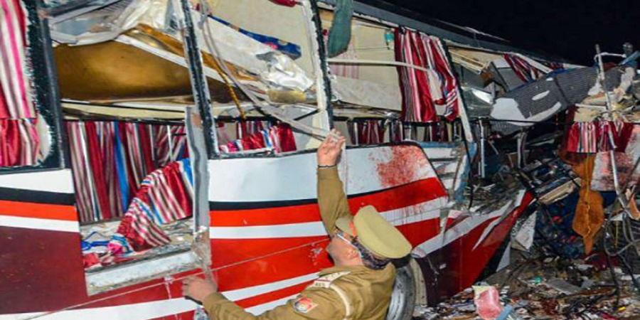 भारतमा बस र लोडर ठोक्किँदा १७ जनाको मृत्यु, १० घाइते